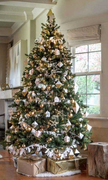 70 Catchy Silver and Gold Christmas Trees Decor You Need to See 29