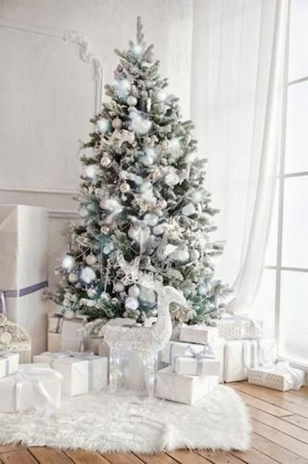 70 Catchy Silver and Gold Christmas Trees Decor You Need to See 3
