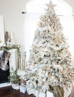 70 Catchy Silver and Gold Christmas Trees Decor You Need to See 30