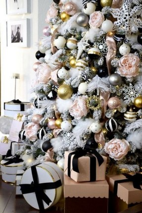 70 Catchy Silver and Gold Christmas Trees Decor You Need to See 37