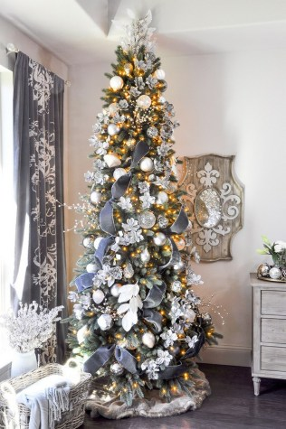 70 Catchy Silver and Gold Christmas Trees Decor You Need to See 41