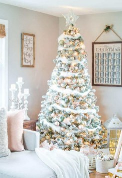 70 Catchy Silver and Gold Christmas Trees Decor You Need to See 47