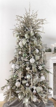 70 Catchy Silver and Gold Christmas Trees Decor You Need to See 50