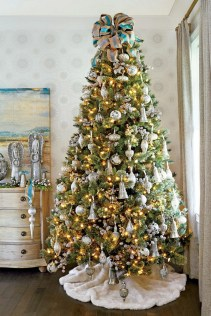 70 Catchy Silver and Gold Christmas Trees Decor You Need to See 54