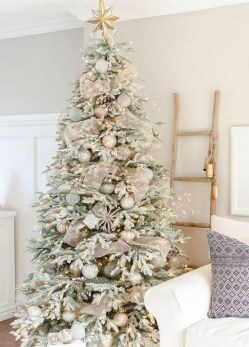 70 Catchy Silver and Gold Christmas Trees Decor You Need to See 57