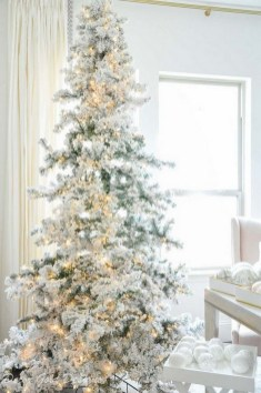 70 Catchy Silver and Gold Christmas Trees Decor You Need to See 58