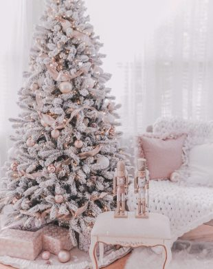 70 Catchy Silver and Gold Christmas Trees Decor You Need to See 71
