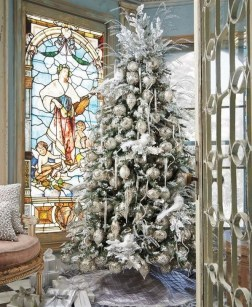 70 Catchy Silver and Gold Christmas Trees Decor You Need to See 72
