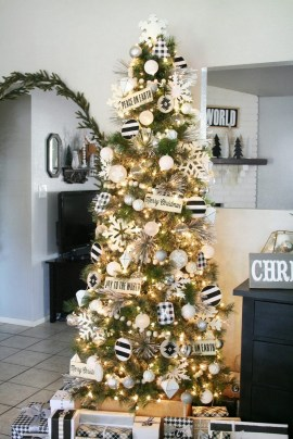 70 Catchy Silver and Gold Christmas Trees Decor You Need to See 74