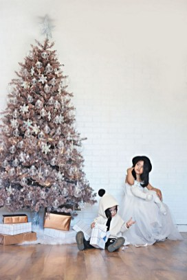 70 Catchy Silver and Gold Christmas Trees Decor You Need to See 75