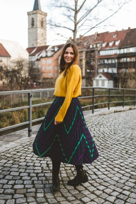 60 Adorable Yellow Outfit for Winter 28