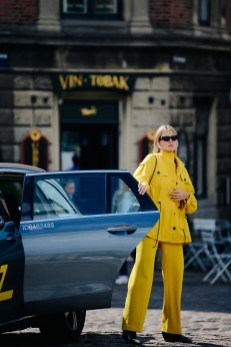 60 Adorable Yellow Outfit for Winter 31