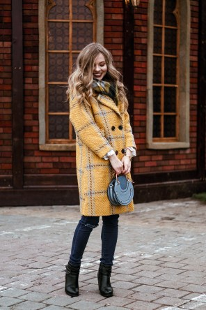 60 Adorable Yellow Outfit for Winter 52