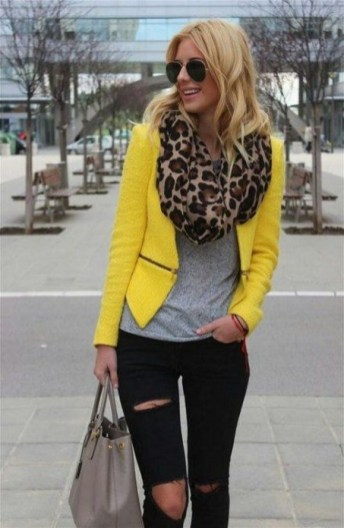 60 Adorable Yellow Outfit for Winter 6