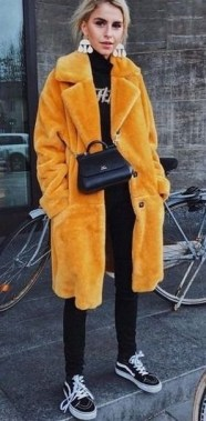 80 Fashionable Women Faux Fur Coats Look 13