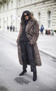 80 Fashionable Women Faux Fur Coats Look 25