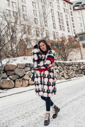 80 Fashionable Women Faux Fur Coats Look 34