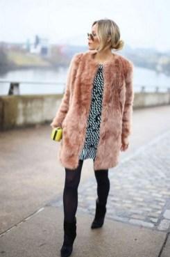 80 Fashionable Women Faux Fur Coats Look 39