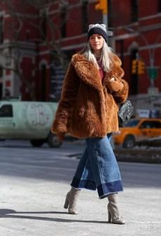 80 Fashionable Women Faux Fur Coats Look 52