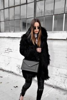80 Fashionable Women Faux Fur Coats Look 57