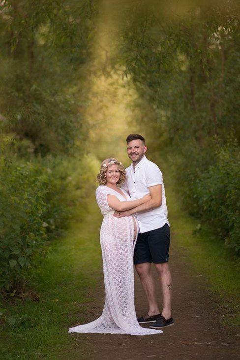 80 Outdoor Maternity Photoshoot Ideas 77