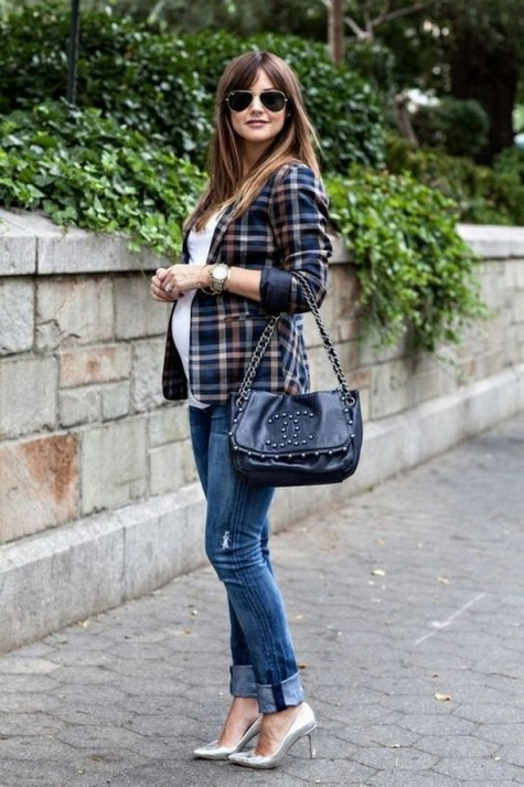 50 Comfy Jeans Outfits For Pregnant Women Ideas 38