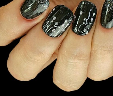 50 Cute and Festive Christmas Nail Design You Should to See 03