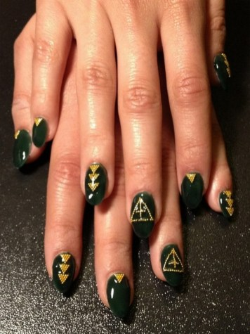 50 Cute and Festive Christmas Nail Design You Should to See 16