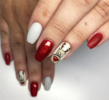 50 Cute and Festive Christmas Nail Design You Should to See 27