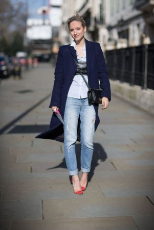 50 Modern Look Jeans and Red Shoes Outfit Ideas 05