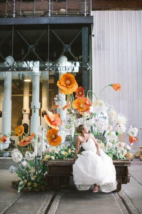 50 Stunning Paper Flower Decoration for Wedding Ideas 53
