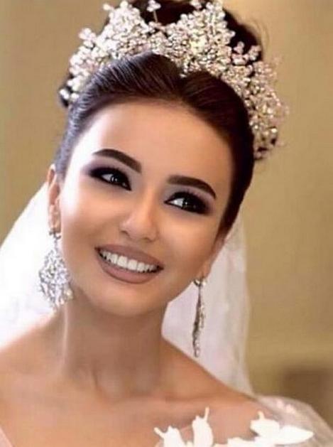 70 Elegant Bridal Crown Wedding Ideas 62