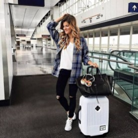 90 Comfy and Fashionable Travel Airport Outfits Looks 17