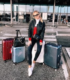 90 Comfy and Fashionable Travel Airport Outfits Looks 21