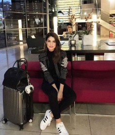 90 Comfy and Fashionable Travel Airport Outfits Looks 22