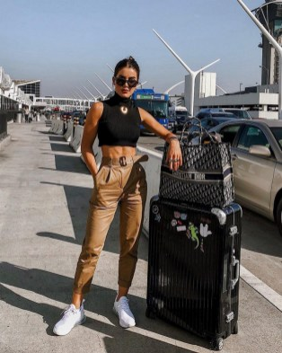 90 Comfy and Fashionable Travel Airport Outfits Looks 27