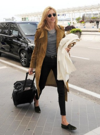 90 Comfy and Fashionable Travel Airport Outfits Looks 33