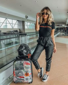90 Comfy and Fashionable Travel Airport Outfits Looks 36