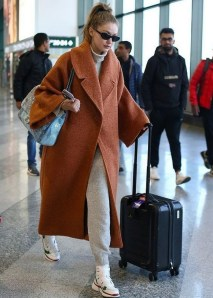 90 Comfy and Fashionable Travel Airport Outfits Looks 37