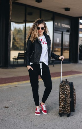 90 Comfy and Fashionable Travel Airport Outfits Looks 40