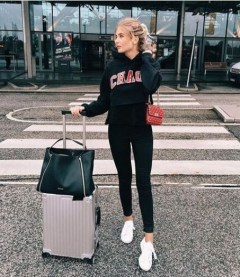 90 Comfy and Fashionable Travel Airport Outfits Looks 45