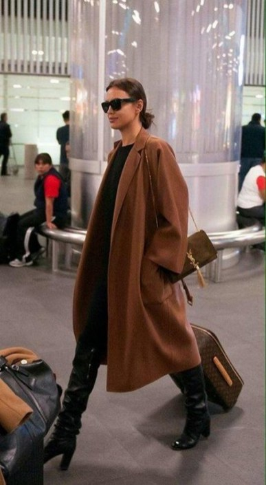 90 Comfy and Fashionable Travel Airport Outfits Looks 46