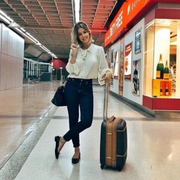 90 Comfy and Fashionable Travel Airport Outfits Looks 50