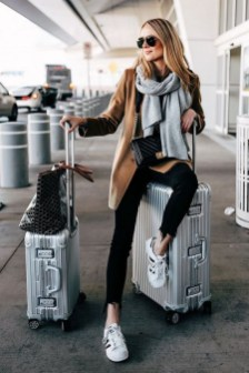 90 Comfy and Fashionable Travel Airport Outfits Looks 51