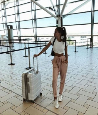 90 Comfy and Fashionable Travel Airport Outfits Looks 55