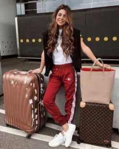 90 Comfy and Fashionable Travel Airport Outfits Looks 66
