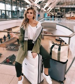 90 Comfy and Fashionable Travel Airport Outfits Looks 74