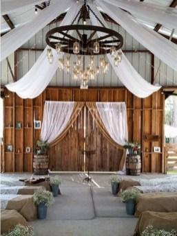 40 Romantic Rustic Barn Wedding Decoration Ideas 09