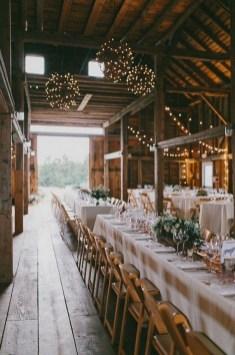 40 Romantic Rustic Barn Wedding Decoration Ideas 12