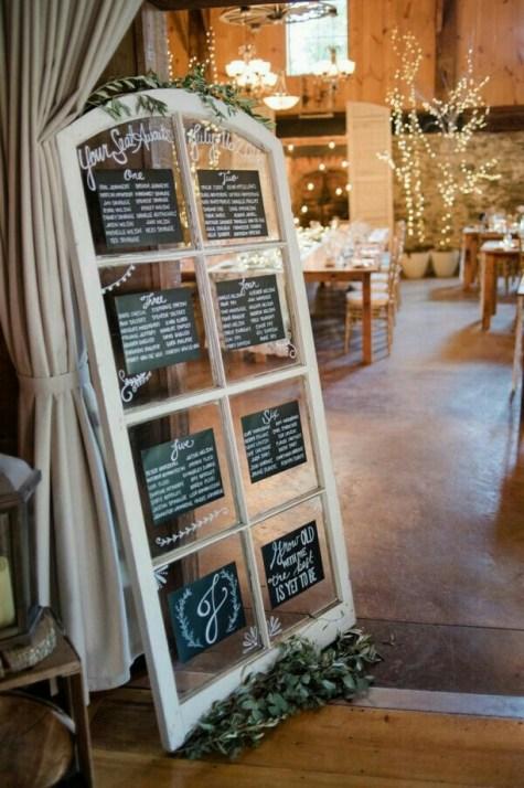 40 Romantic Rustic Barn Wedding Decoration Ideas 18